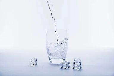 Choisir la meilleure eau du monde pour accompagner vos recettes Dukan